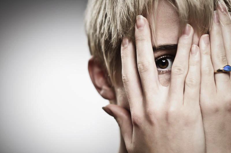 стыд вынуждает наркомана прятаться и отчуждаться от других