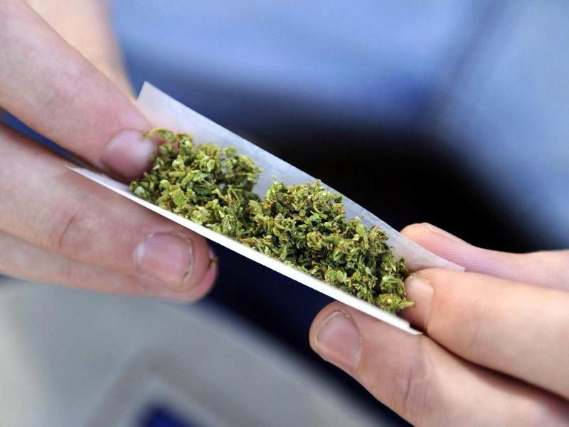 самокрутка из листьев марихуаны
