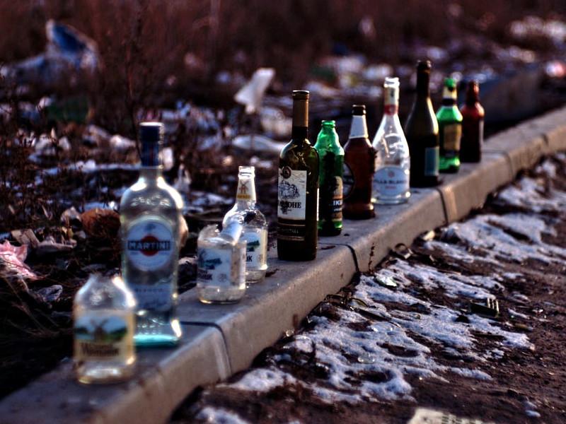 бутылки на улице после выпивки